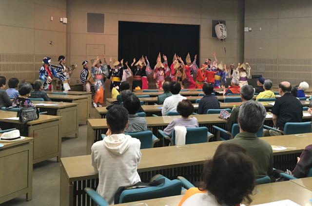 去る6月12日に開催された『みなみおおさまカフェ』では、八王子つむぎ会が古典阿波踊りを披露し、会場を賑わせた。