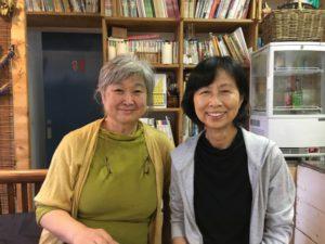 代表の森田清子さん(左)と美術セット制作会社元代表の増島季美代さん